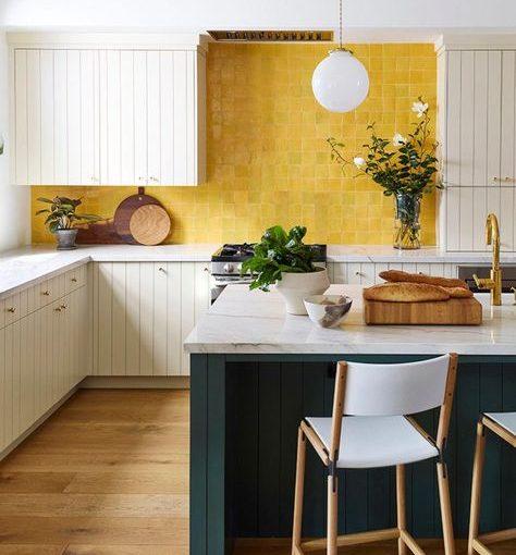 """""""Gọi nắng"""" với những mẫu bếp đẹp màu vàng rực rỡ"""