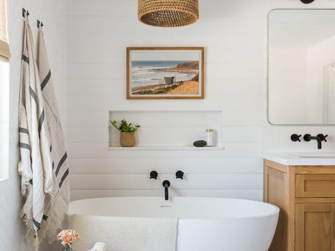 Mách bạn cách bố trí bồn tắm để có thiết kế toilet đẹp mắt và sáng tạo